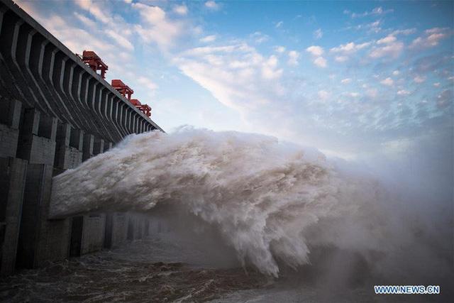 Đợt lũ thứ hai tràn về, nước hồ chứa đập Tam Hiệp cao kỷ lục  - Ảnh 7.