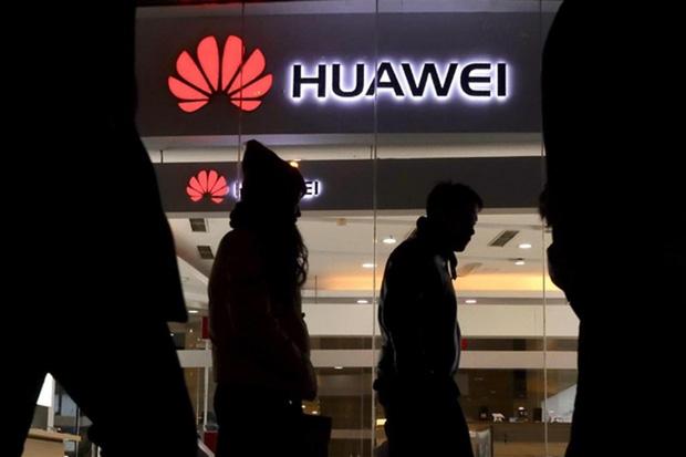 Hai bà vợ của ông trùm Huawei: Người là thiên kim hạ mình kết hôn với thanh niên nghèo, người là thư ký chiếm lấy trái tim ông chủ Nhậm - Ảnh 2.