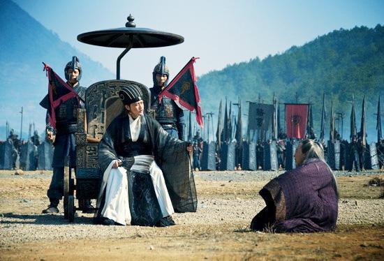 Tại sao dù còn khỏe mạnh, Gia Cát Lượng lại chọn ngồi xe lăn ra trận thay vì cưỡi ngựa? - Ảnh 3.