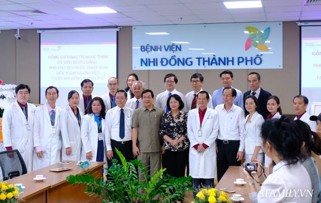 """Chứng nhân"""" của 6 ca tách dính tại Việt Nam kể lại khoảnh khắc căng não chia đại tràng cho Trúc Nhi – Diệu Nhi  - Ảnh 9."""