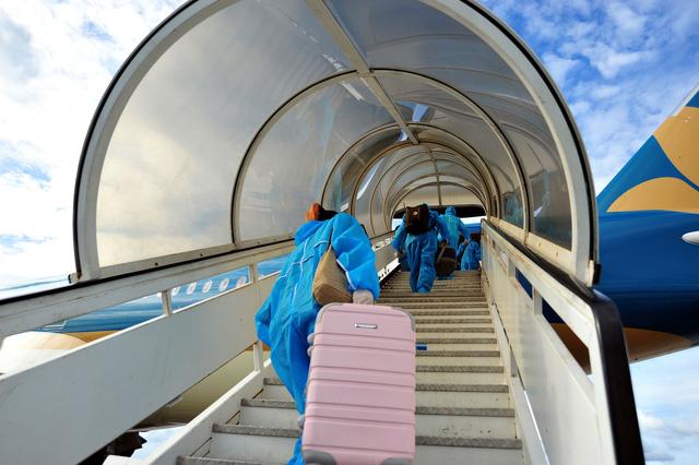 Các sân bay tăng cường kiểm dịch sau ca nghi nhiễm COVID-19 ở Đà Nẵng - Ảnh 1.