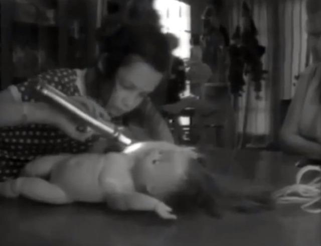 Câu chuyện đau lòng về Genie, đứa trẻ biến thành người rừng không bao giờ học được cách giao tiếp - Ảnh 17.