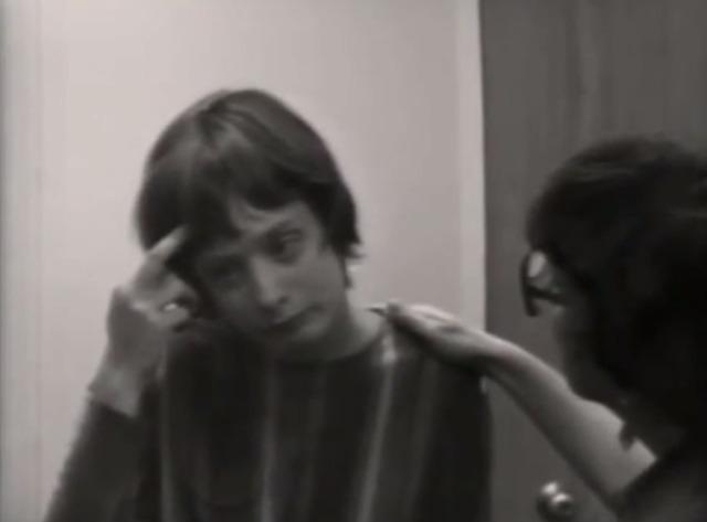 Câu chuyện đau lòng về Genie, đứa trẻ biến thành người rừng không bao giờ học được cách giao tiếp - Ảnh 28.