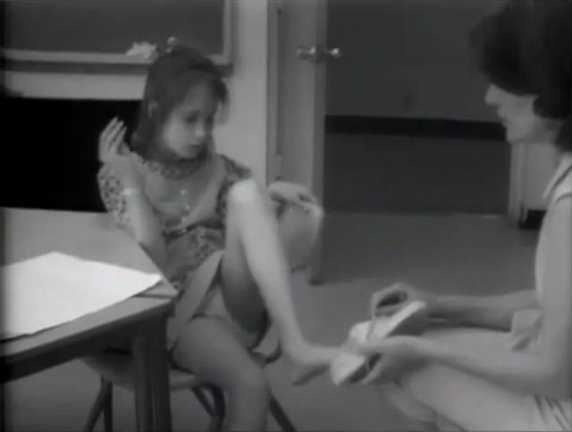 Câu chuyện đau lòng về Genie, đứa trẻ biến thành người rừng không bao giờ học được cách giao tiếp - Ảnh 10.