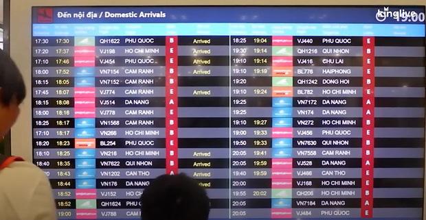 Ảnh, clip: Sân bay Đà Nẵng tấp nập người làm thủ tục, nhiều khách mua vé giờ chót - Ảnh 5.