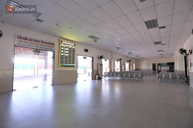 Hơn 200 du khách đang kẹt ở Đà Nẵng sẽ ở đâu và trở về nhà bằng cách nào? - Ảnh 2.