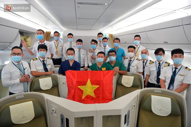 Ảnh: Bên trong chuyến bay đặc biệt đón 120 công dân nhiễm Covid-19 tại Guinea Xích đạo về nước - Ảnh 14.