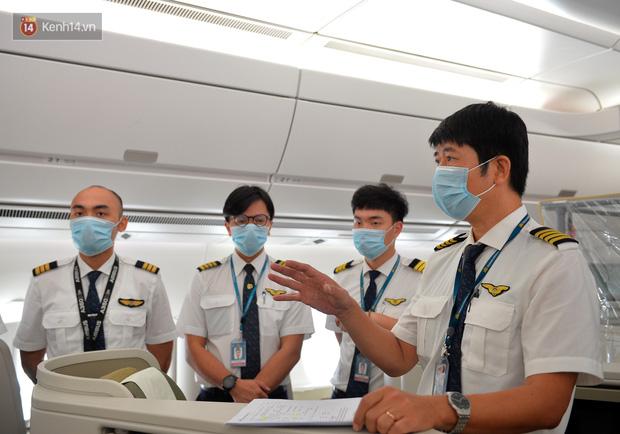 Ảnh: Bên trong chuyến bay đặc biệt đón 120 công dân nhiễm Covid-19 tại Guinea Xích đạo về nước - Ảnh 3.