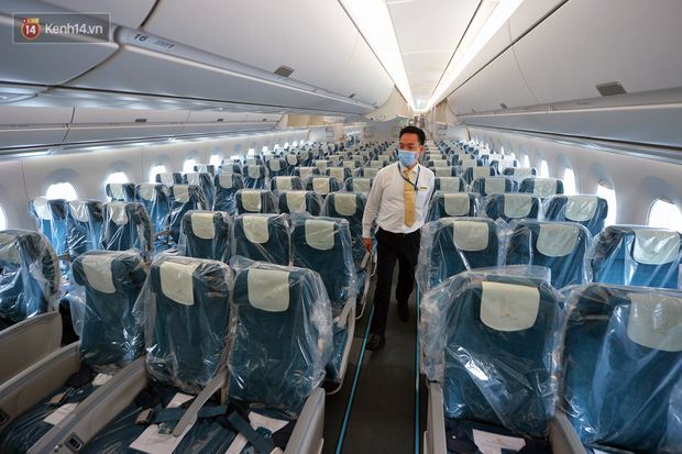 Ảnh: Bên trong chuyến bay đặc biệt đón 120 công dân nhiễm Covid-19 tại Guinea Xích đạo về nước - Ảnh 5.