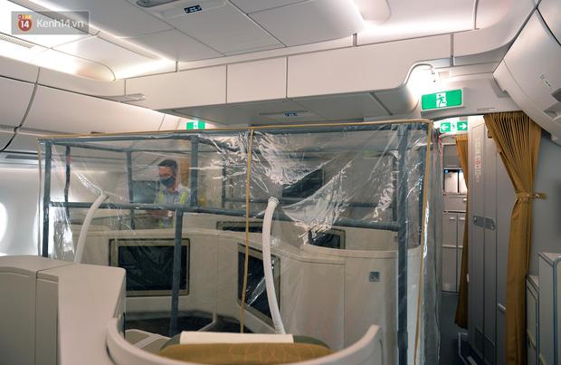 Ảnh: Bên trong chuyến bay đặc biệt đón 120 công dân nhiễm Covid-19 tại Guinea Xích đạo về nước - Ảnh 6.