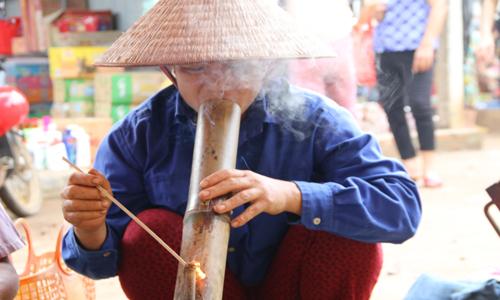 Vì sao người Việt thích hút thuốc lào, tên gọi này xuất phát từ đâu, thuốc lào có hại không? - Ảnh 2.