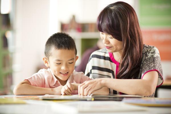 Đừng nghĩ cho con học tiếng Anh sớm mới giỏi, thầy giáo nổi tiếng chỉ ra yếu tố quyết định giúp trẻ học thành công - Ảnh 2.