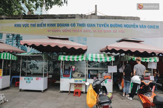 Phố hàng rong hợp pháp đầu tiên ở Sài Gòn hiện giờ ra sao sau gần 3 năm hoạt động? - Ảnh 1.