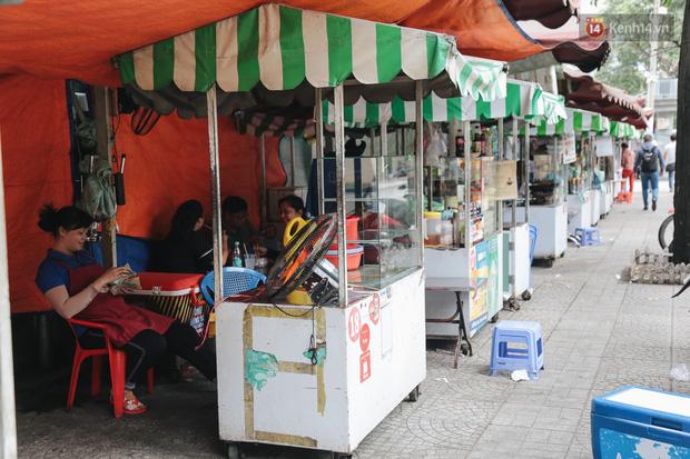 Phố hàng rong hợp pháp đầu tiên ở Sài Gòn hiện giờ ra sao sau gần 3 năm hoạt động? - Ảnh 2.