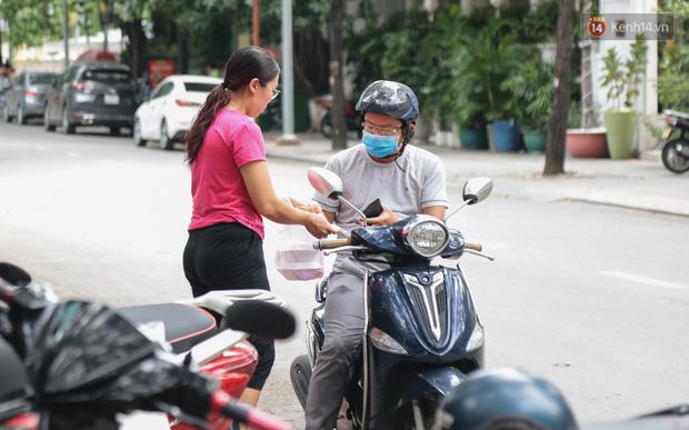 Phố hàng rong hợp pháp đầu tiên ở Sài Gòn hiện giờ ra sao sau gần 3 năm hoạt động? - Ảnh 12.