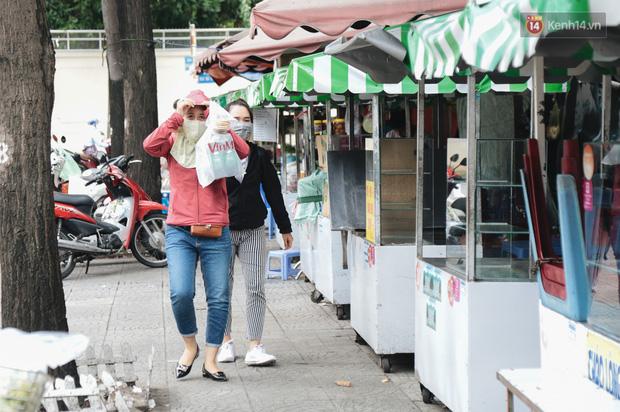 Phố hàng rong hợp pháp đầu tiên ở Sài Gòn hiện giờ ra sao sau gần 3 năm hoạt động? - Ảnh 16.