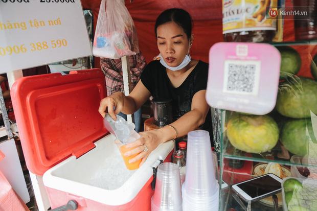 Phố hàng rong hợp pháp đầu tiên ở Sài Gòn hiện giờ ra sao sau gần 3 năm hoạt động? - Ảnh 17.