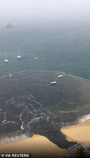 Video dòng nước thải đen ngòm xối thẳng ra biển khiến MXH dậy sóng, dân mạng phẫn nộ đòi tìm cho ra thủ phạm - Ảnh 3.