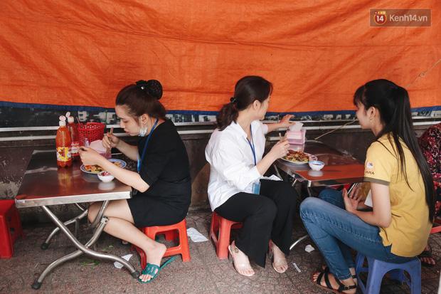 Phố hàng rong hợp pháp đầu tiên ở Sài Gòn hiện giờ ra sao sau gần 3 năm hoạt động? - Ảnh 9.
