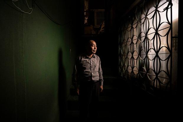 Nỗi ám ảnh cái nóng mùa hè trong những căn phòng chật hẹp khu ổ chuột Hàn Quốc, nơi người già bất lực còn người trẻ thì ôm mộng đổi đời - Ảnh 1.