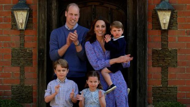 Quan điểm thẳng thắn của Nữ hoàng khi dân tình kêu gọi bỏ qua Thái tử Charles, để Hoàng tử William lên kế vị ngay sau khi bà qua đời  - Ảnh 3.