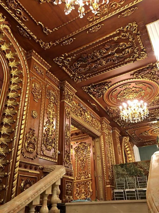Hé lộ 1 góc nội thất lâu đài của đại gia Hà Nội, chỉ phần ốp gỗ mạ vàng đã thấy choáng ngợp - Ảnh 4.