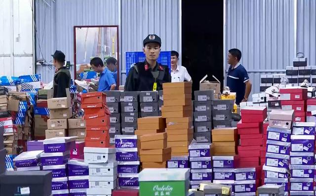Triệt phá tổng kho hàng lậu rộng hơn 10.000 mét vuông do 9x Lào Cai làm chủ - Ảnh 3.