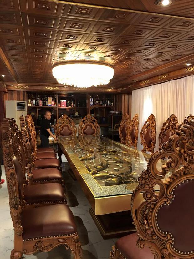 Hé lộ 1 góc nội thất lâu đài của đại gia Hà Nội, chỉ phần ốp gỗ mạ vàng đã thấy choáng ngợp - Ảnh 5.