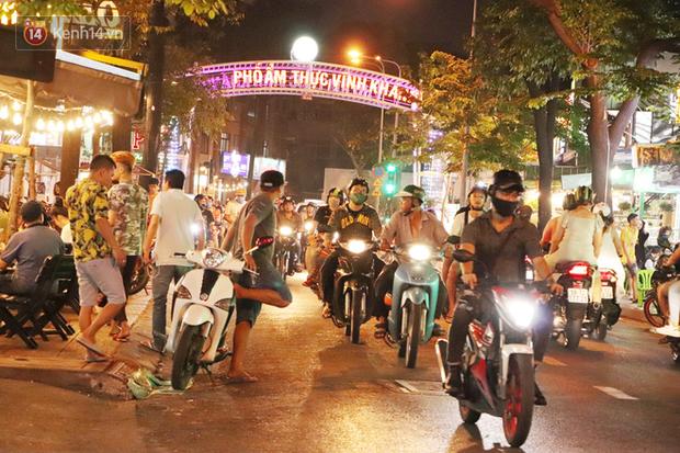 2 khu phố ẩm thực nổi tiếng ở Sài Gòn: Chỗ vắng vẻ đìu hiu, nơi tấp nập khách nhưng bán dưới 25 triệu một đêm vẫn lỗ - Ảnh 1.