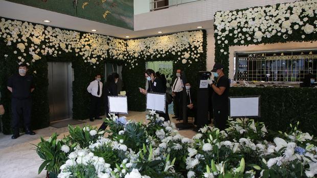 Tang lễ Vua sòng bài Macau: Tiếp tục gây chú ý với 6 tỷ đồng hoa tang và lời nhắn thâm tình của 3 bà vợ dành cho chồng quá cố - Ảnh 14.
