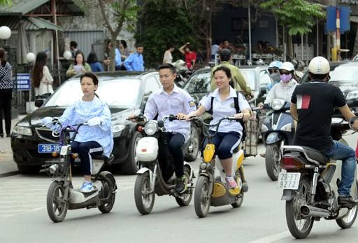 Bỏ đề xuất giấy phép lái xe hạng A0 cho người đi xe máy điện - Ảnh 1.