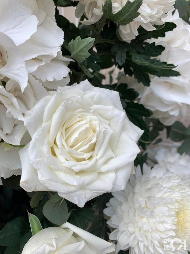 Tang lễ Vua sòng bài Macau: Tiếp tục gây chú ý với 6 tỷ đồng hoa tang và lời nhắn thâm tình của 3 bà vợ dành cho chồng quá cố - Ảnh 13.