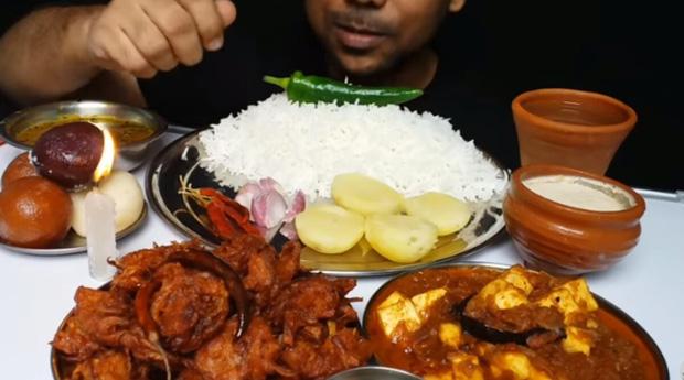 Ăn quá nhiều thịt khi quay mukbang kiếm tiền, một chàng trai ở Trung Quốc qua đời vì nồng độ lipid trong máu tăng cao - Ảnh 4.