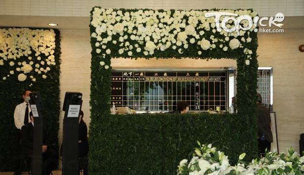 Tang lễ Vua sòng bài Macau: Tiếp tục gây chú ý với 6 tỷ đồng hoa tang và lời nhắn thâm tình của 3 bà vợ dành cho chồng quá cố - Ảnh 6.