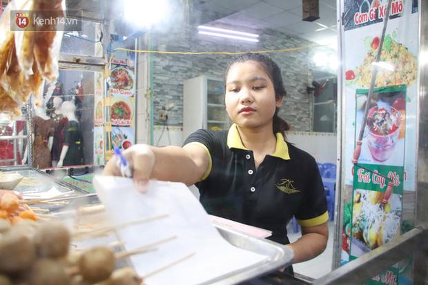 2 khu phố ẩm thực nổi tiếng ở Sài Gòn: Chỗ vắng vẻ đìu hiu, nơi tấp nập khách nhưng bán dưới 25 triệu một đêm vẫn lỗ - Ảnh 9.