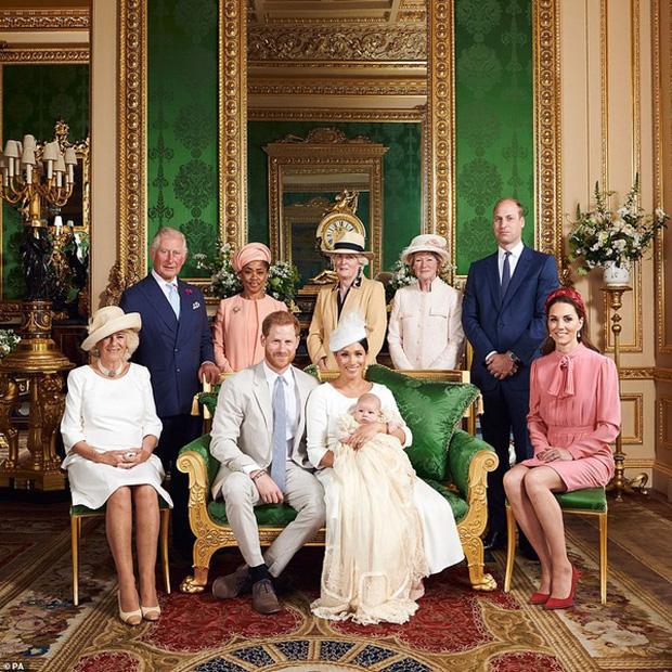 Hé lộ bằng chứng cho thấy mối quan hệ giữa Nữ hoàng Anh với Meghan Markle đã rạn nứt từ lâu khiến cô ôm hận trong lòng - Ảnh 1.