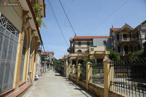 Hà Nội: Nhà tầng, biệt thự mọc san sát nhau ở ngôi làng phất lên từ việc buôn thịt lợn - Ảnh 14.