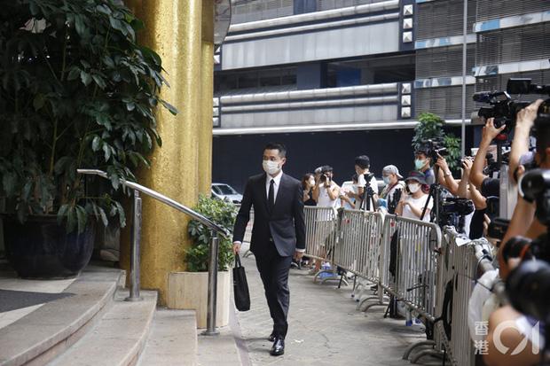 Khung cảnh tại tang lễ Vua sòng bài Macau ngày thứ 2: Người dân mang di ảnh đến viếng, quan chức cấp cao và giới doanh nhân cũng có mặt - Ảnh 7.