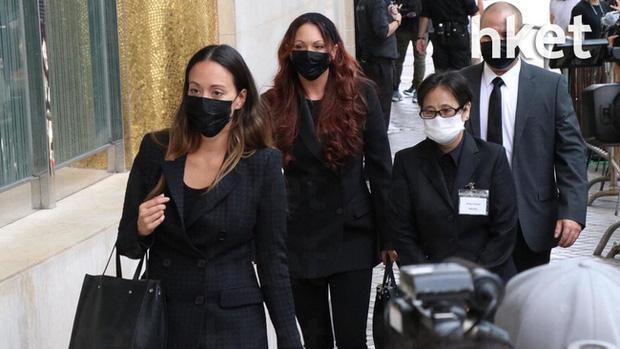 Khung cảnh tại tang lễ Vua sòng bài Macau ngày thứ 2: Người dân mang di ảnh đến viếng, quan chức cấp cao và giới doanh nhân cũng có mặt - Ảnh 9.