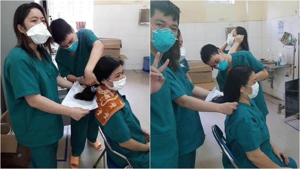 Rúm người ngủ vội trên bìa các tông, cắt tóc ngắn phục vụ điều trị bệnh nhân Covid-19: Loạt hình ảnh chân thực nhất về y bác sĩ Đà Nẵng nơi tuyến đầu chống dịch - Ảnh 2.