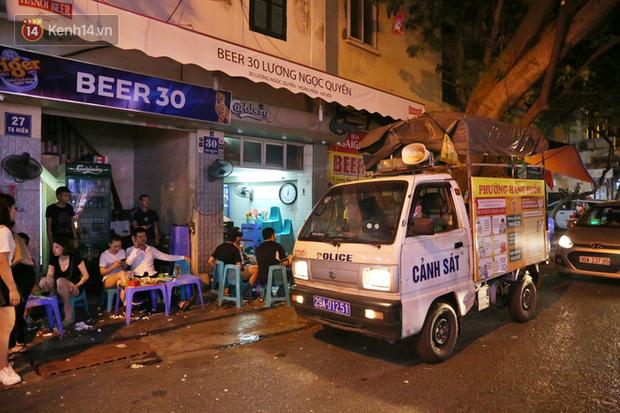 Hà Nội: Đúng 0h ngày 1/8, phố Tạ Hiện đồng loạt tắt đèn, đóng cửa, chìm vào tĩnh lặng để phòng dịch COVID-19 - Ảnh 13.