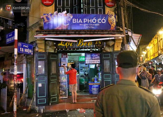 Hà Nội: Đúng 0h ngày 1/8, phố Tạ Hiện đồng loạt tắt đèn, đóng cửa, chìm vào tĩnh lặng để phòng dịch COVID-19 - Ảnh 17.