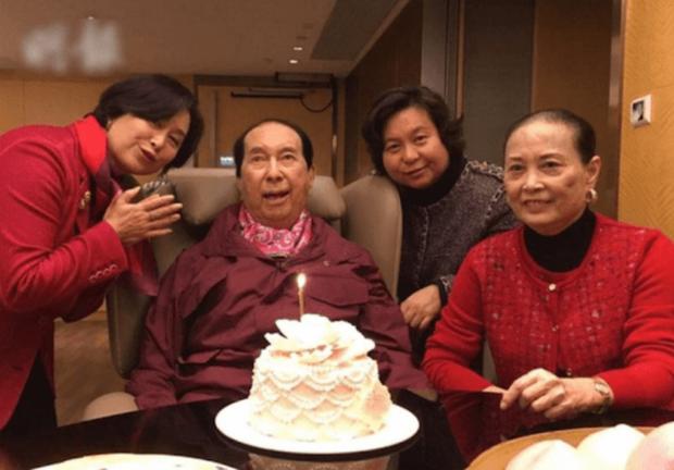 Con gái nhạt nhòa của Vua sòng bài Macau: Đời tư kín tiếng, giỏi giang không thua kém hai chị, lớn tuổi vẫn lẻ bóng một mình - Ảnh 3.