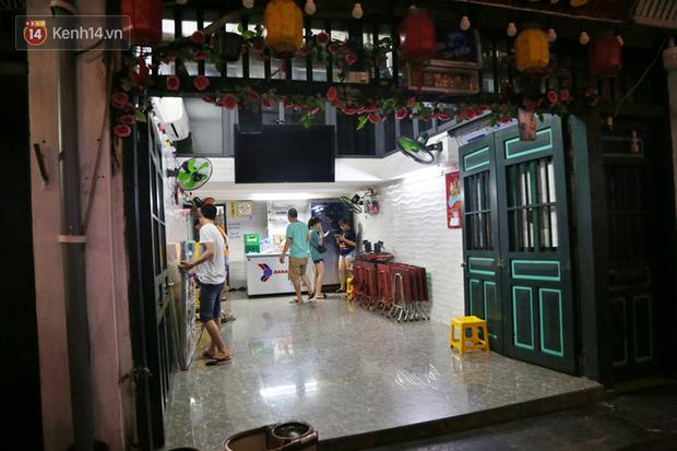 Hà Nội: Đúng 0h ngày 1/8, phố Tạ Hiện đồng loạt tắt đèn, đóng cửa, chìm vào tĩnh lặng để phòng dịch COVID-19 - Ảnh 6.
