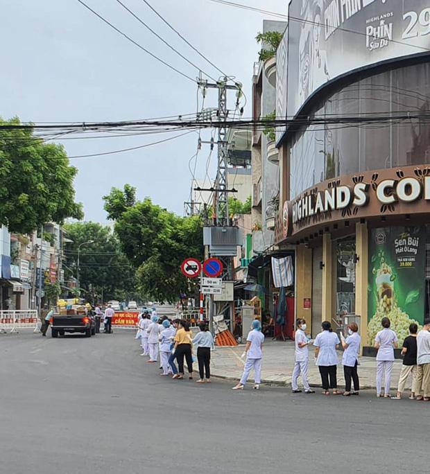 Nhìn những hình ảnh này mới thấy Đà Nẵng đang chung sức, đồng lòng chống dịch Covid-19 với quyết tâm cao như thế nào! - Ảnh 8.