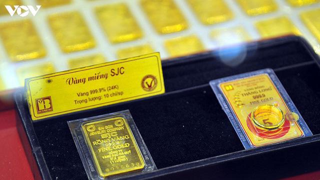 Một tuần đầy biến động của giá vàng, người mua hãy thận trọng  - Ảnh 1.