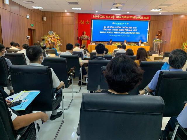 [Trực tiếp ĐHĐCĐ] Tháng 7 có ngày Vietnam Airlines bay hơn 500 chuyến nội địa, ngày hôm qua chỉ còn 102 chuyến, về lại mức tháng 5/2020  - Ảnh 1.