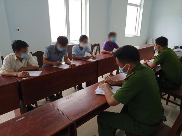 Đà Nẵng: Phát hiện ô tô nhận chở 4 công nhân trên đường trốn về Quảng Trị - Ảnh 3.