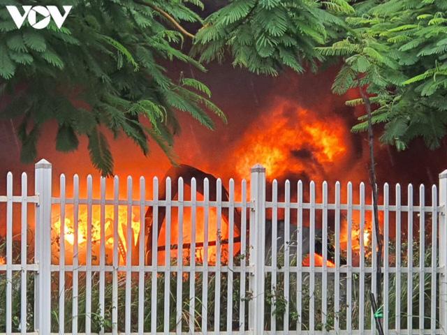 Ảnh: Hiện trường vụ cháy tại khu công nghiệp Yên Phong, Bắc Ninh  - Ảnh 2.