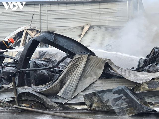 Ảnh: Hiện trường vụ cháy tại khu công nghiệp Yên Phong, Bắc Ninh  - Ảnh 8.